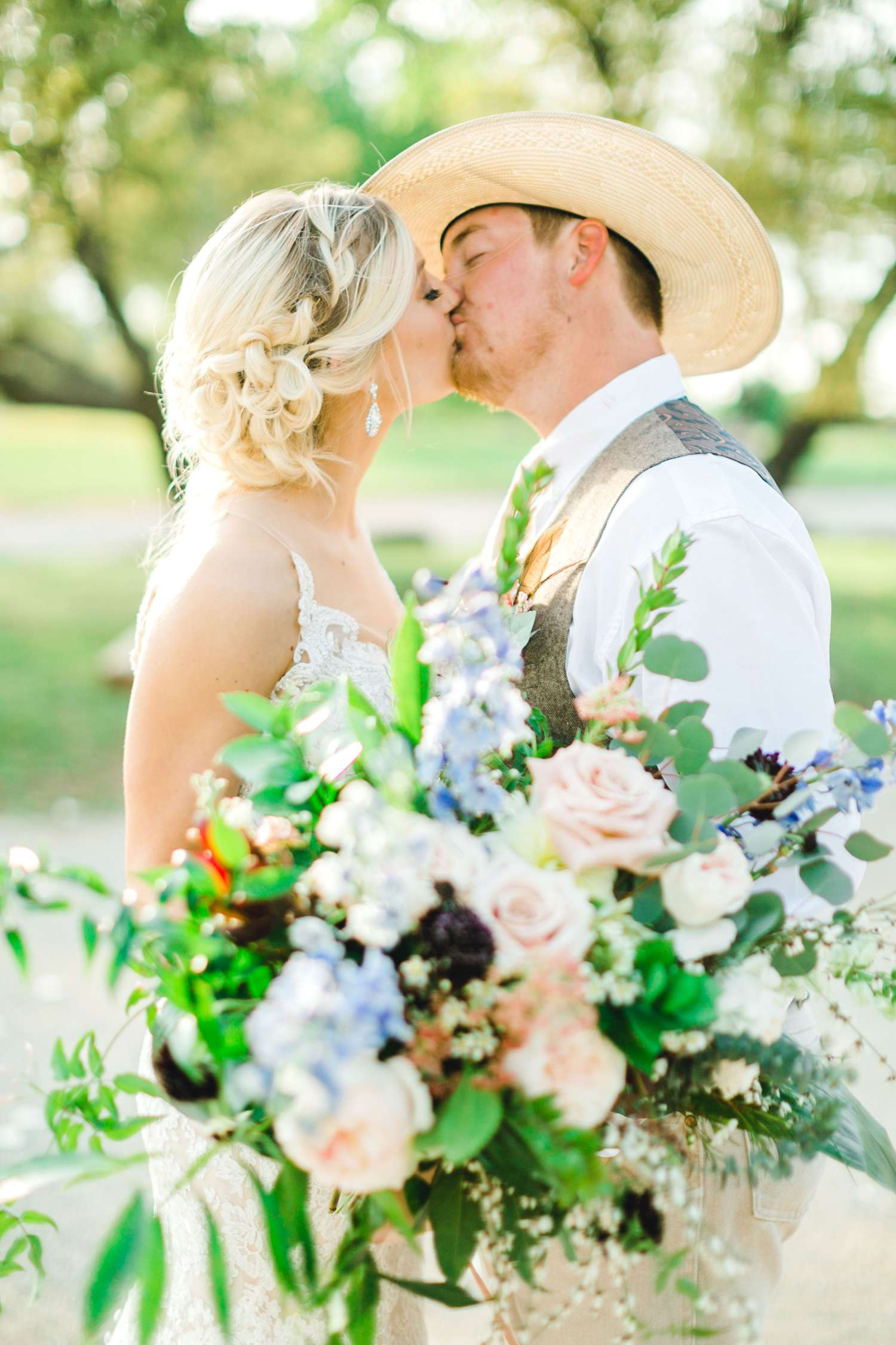 SARAH+TREVOR+BADGETT+SPARROW+CREEK+GRAHAM+TEXAS+ALLEEJ+WEDDINGS_0095.jpg