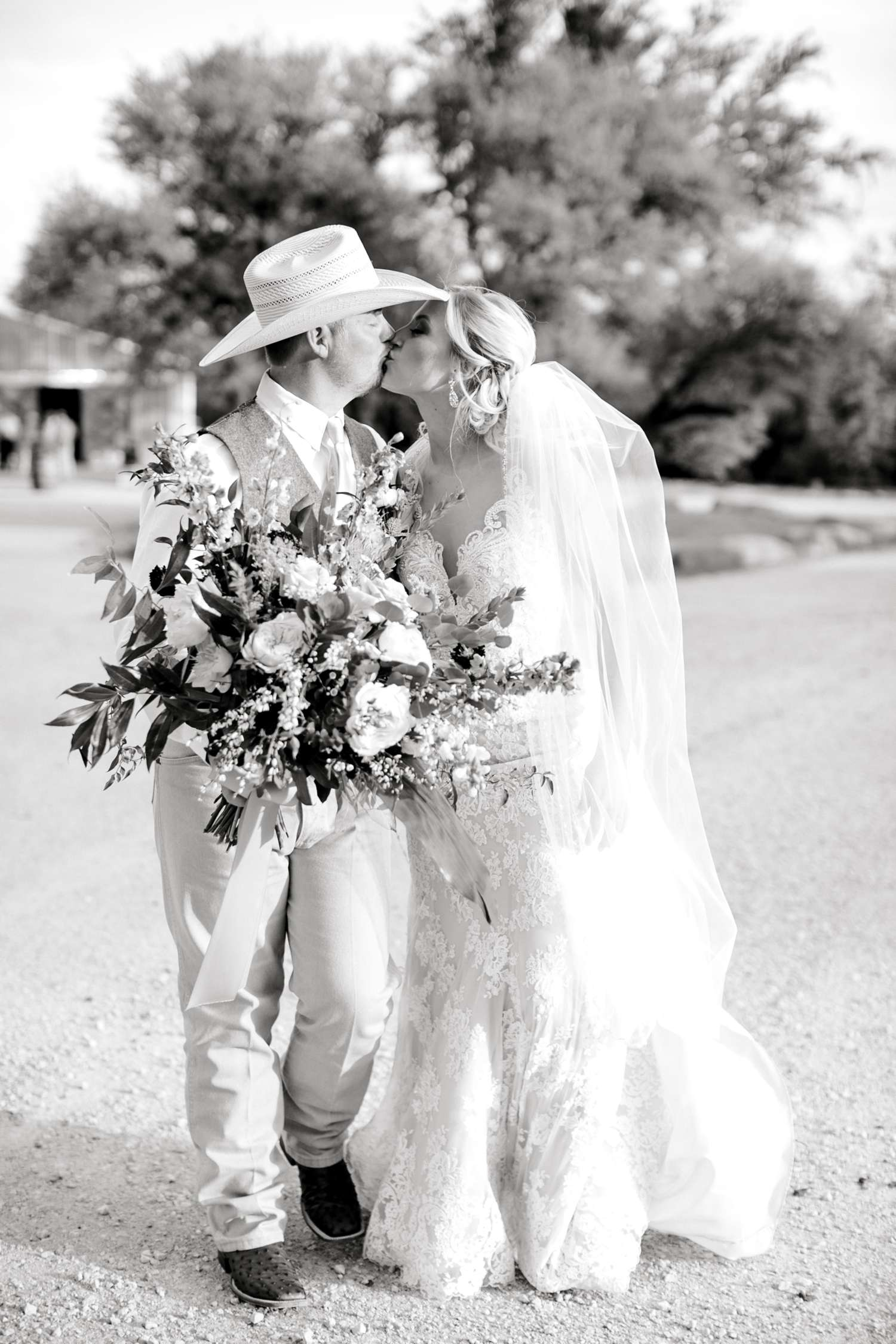 SARAH+TREVOR+BADGETT+SPARROW+CREEK+GRAHAM+TEXAS+ALLEEJ+WEDDINGS_0104.jpg
