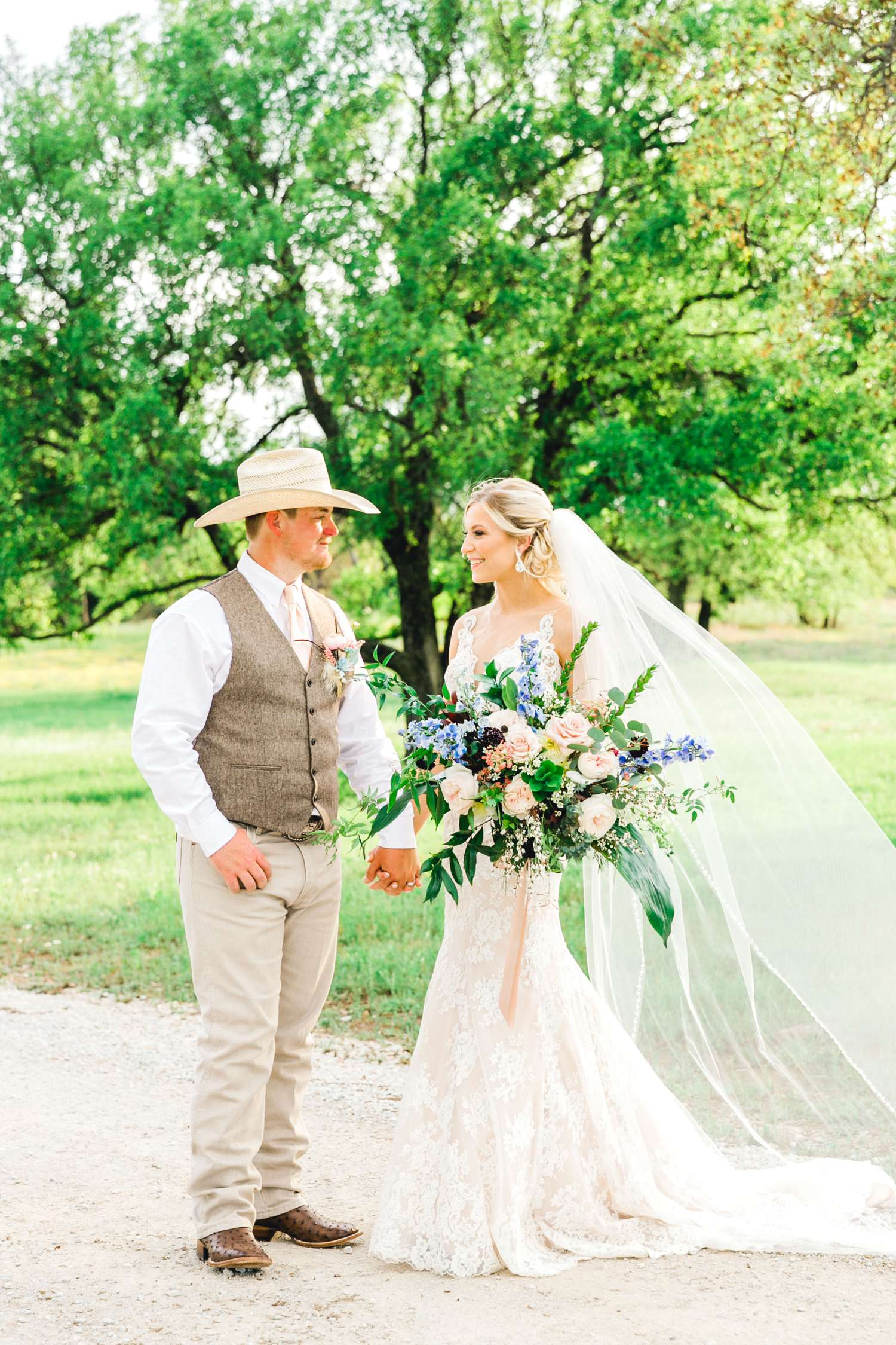 SARAH+TREVOR+BADGETT+SPARROW+CREEK+GRAHAM+TEXAS+ALLEEJ+WEDDINGS_0108.jpg