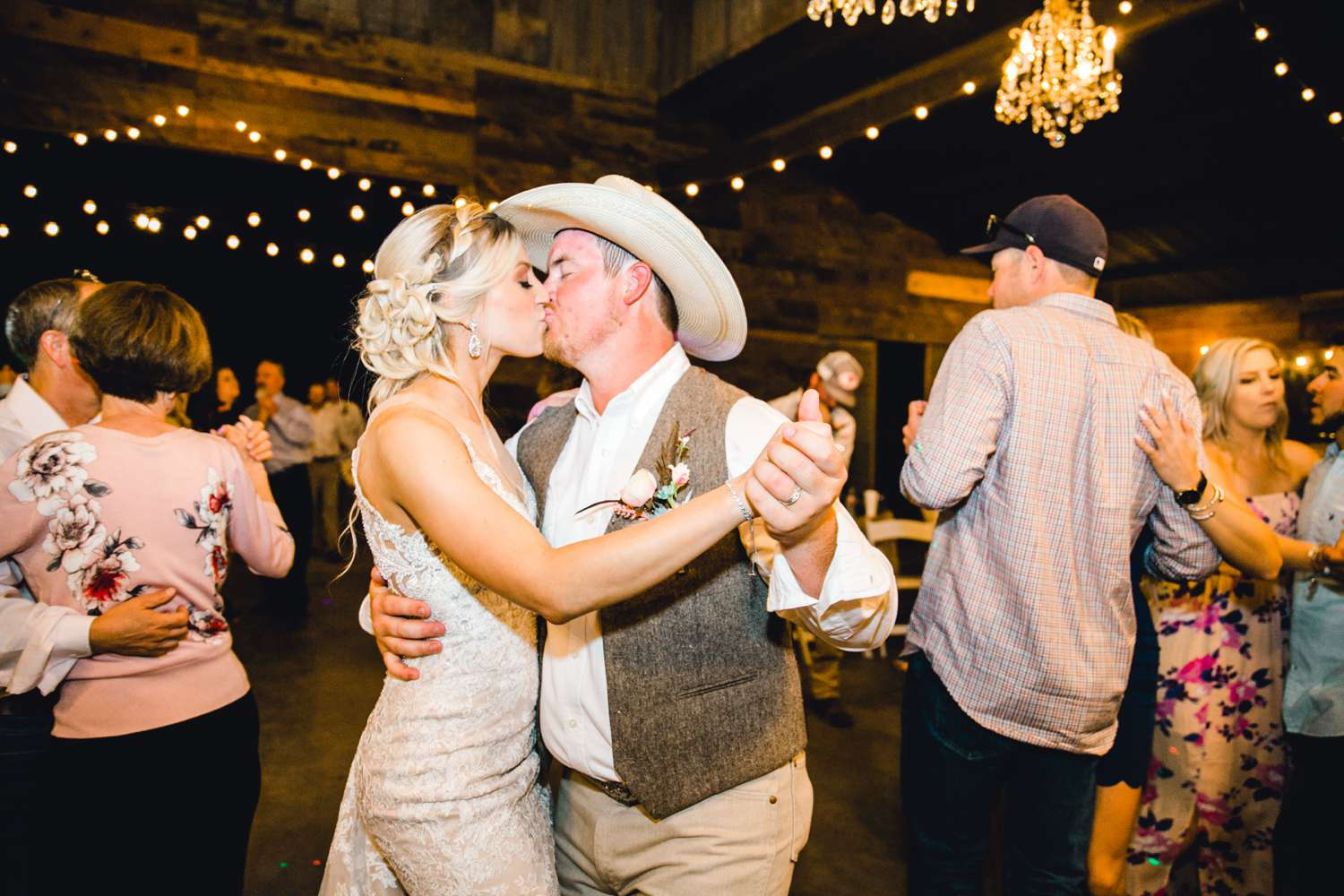 SARAH+TREVOR+BADGETT+SPARROW+CREEK+GRAHAM+TEXAS+ALLEEJ+WEDDINGS_0166.jpg
