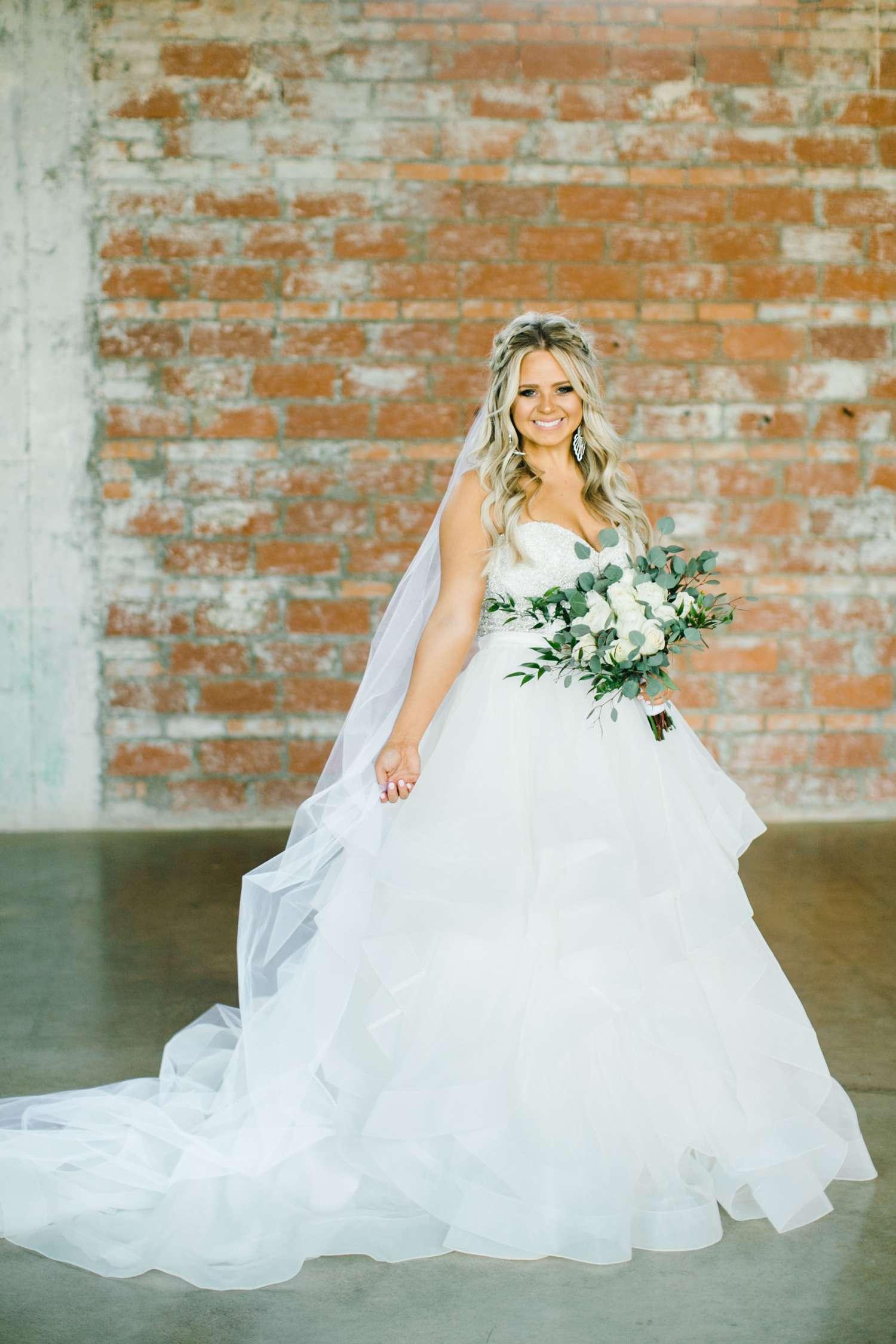 HAYLEE_DAVIS_ALLEEJ_LUBBOCK_WEDDING_PHOTOGRAPHER_BRIDALS_0007.jpg
