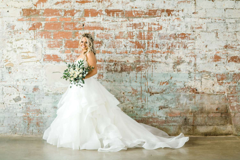 HAYLEE_DAVIS_ALLEEJ_LUBBOCK_WEDDING_PHOTOGRAPHER_BRIDALS_0019.jpg