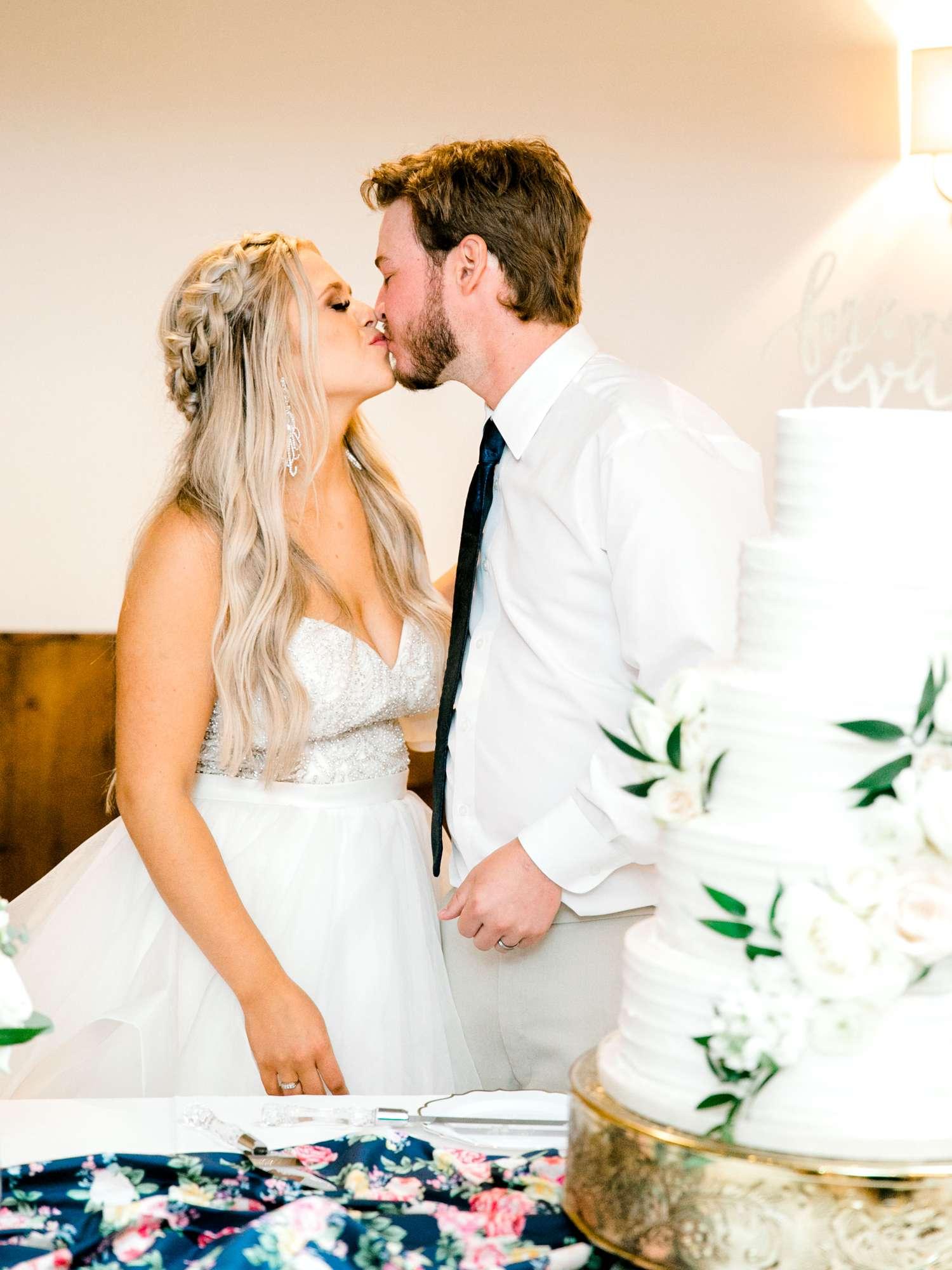 HAYLEE+JUSTIN+GREGORY+HERITAGE_HAUS_AUSTIN_TEXAS_WEDDING_0164.jpg