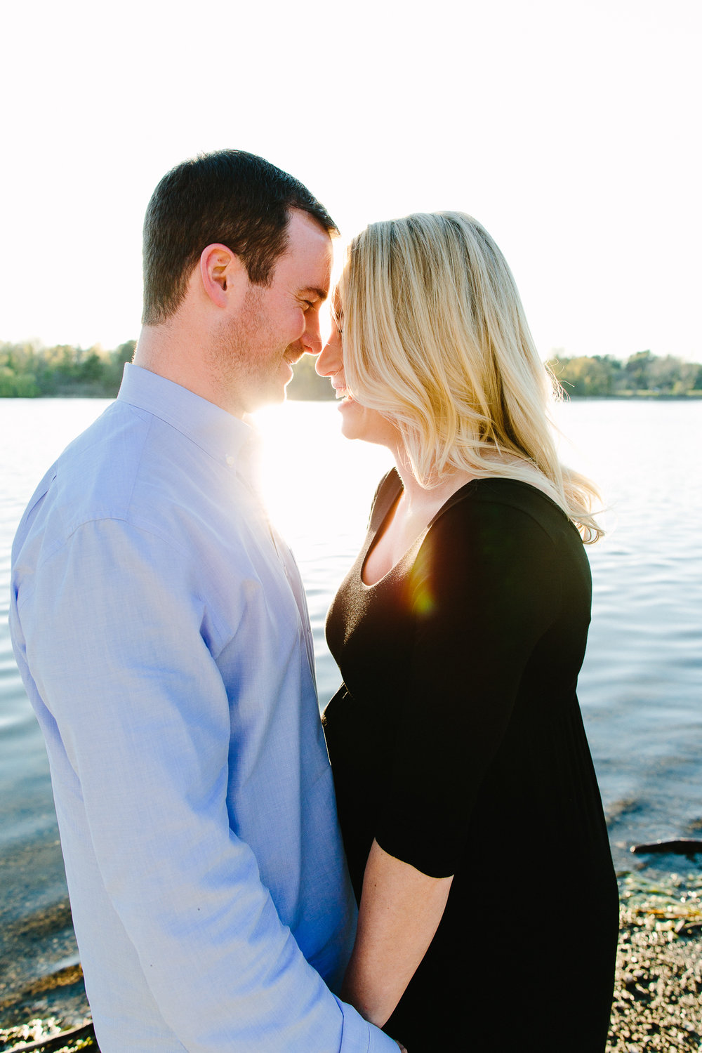 Maternity Photos at Lake Washington in Seattle, Washington