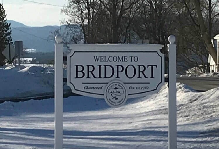 Welcome to Bridport w mountains Large Sign.jpg