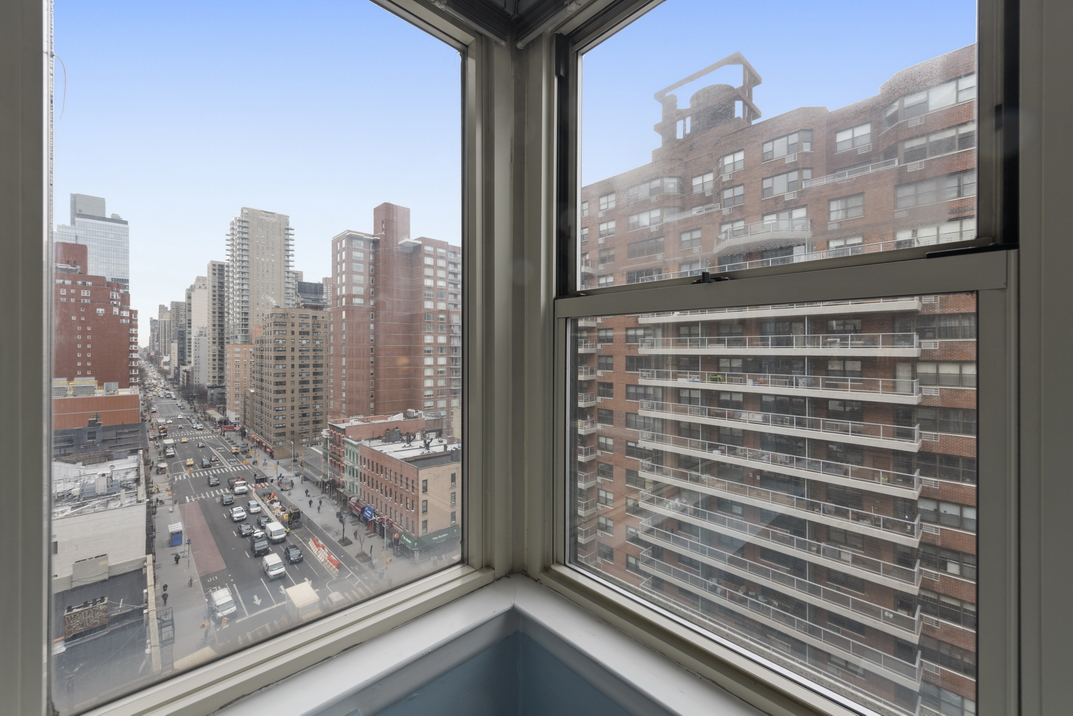 233 East 70th Street Apt 12T__6_resize.jpg