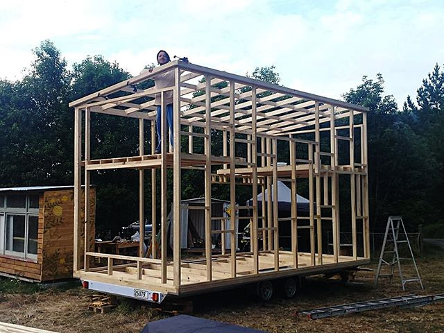 We love seeing houses build on our trailers. Here is a great example of a couple building their 6m long tiny house. . #tinyhouse #tinyhousemovement #TinyHouseNation #tinyhouseliving #tinyhouses #tinyhouseonwheels #tinyhousebuild #tinyhouselife #tinyhousedesign #tinyhouseblog #tinyhousecommunity #tinyhousehunters #tinyhousetalk #TinyHouseLove #tinyhouseconstruction #TinyHouseGiantJourney #tinyhousebigliving #tinyhousetrailer #tinyhouseproject #tinyhousenovascotia #tinyhousefamilies #tinyhousefoundation #tinyhousewithkids #tinyhouseswoon #tinyhouseexperts #tinyhousebuilding #tinyhousebuilder #tinyhousebuilders #tinyhouseideas #tinyhouseinsulation