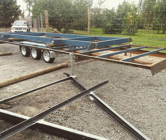 Got a few builds on at mo. . . #trailer #fab #steel #yard #weld #welding #tinyhouse #tinyhousenz #nzmade #madeinnz