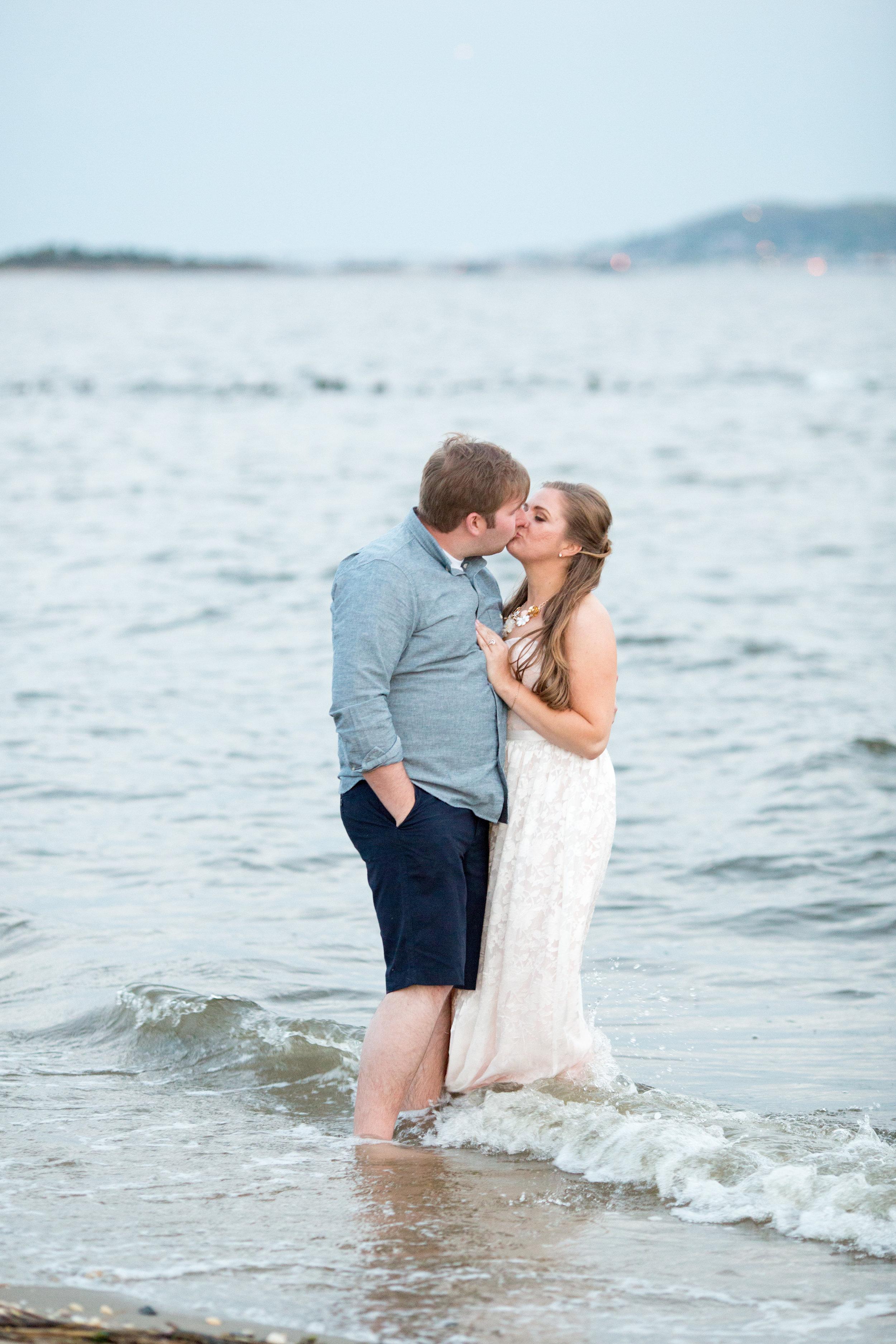 beach engagement session photo ideas at sandy hook with jaye kogut photography
