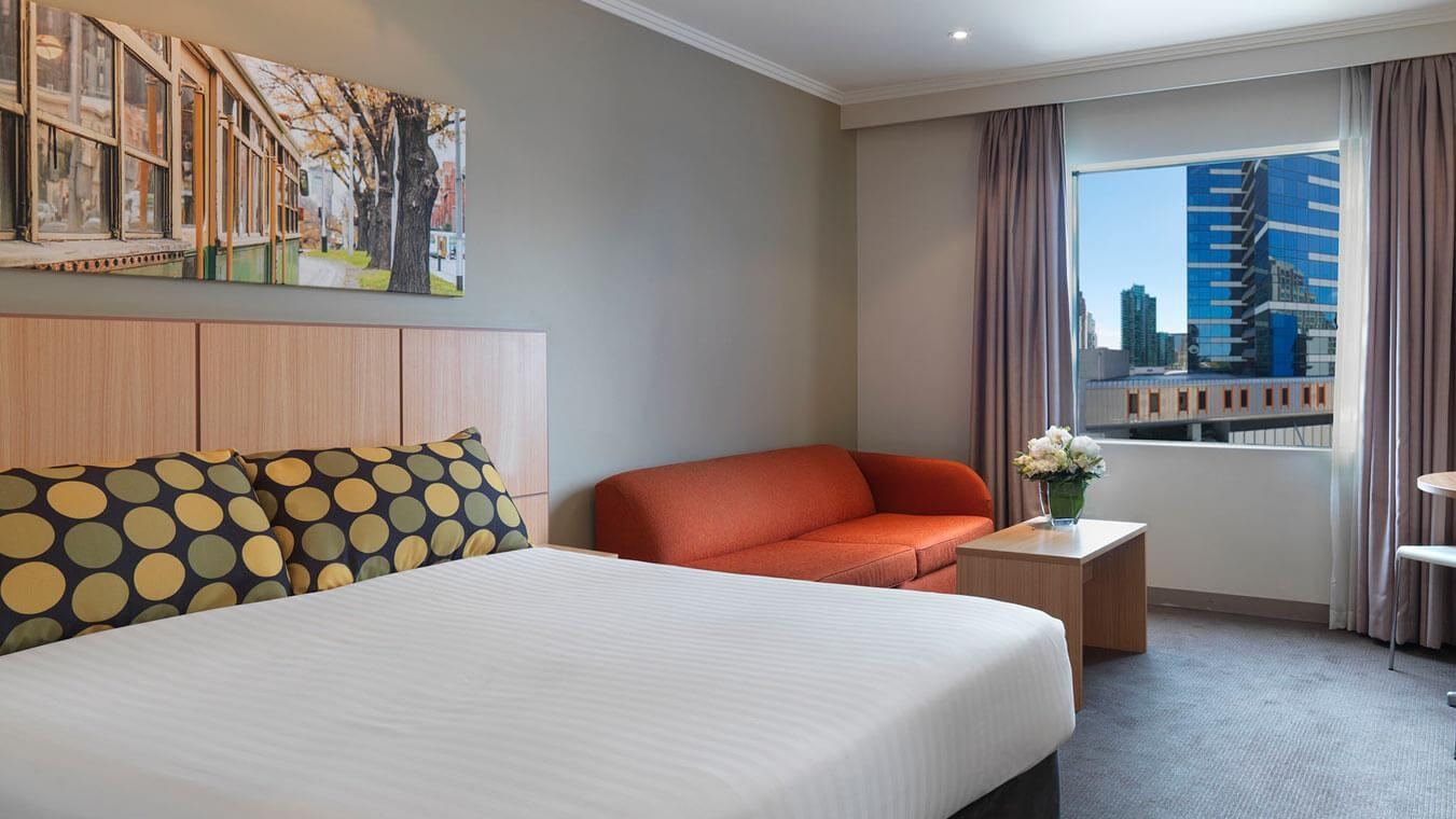 travelodge-southbank-melbourne-hotel-guest-room-queen-2014.63-1.jpg