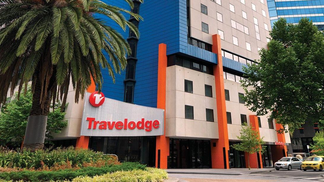 travelodge-southbank-melbourne-hotel-guest-room-exterior-2-2012.jpg