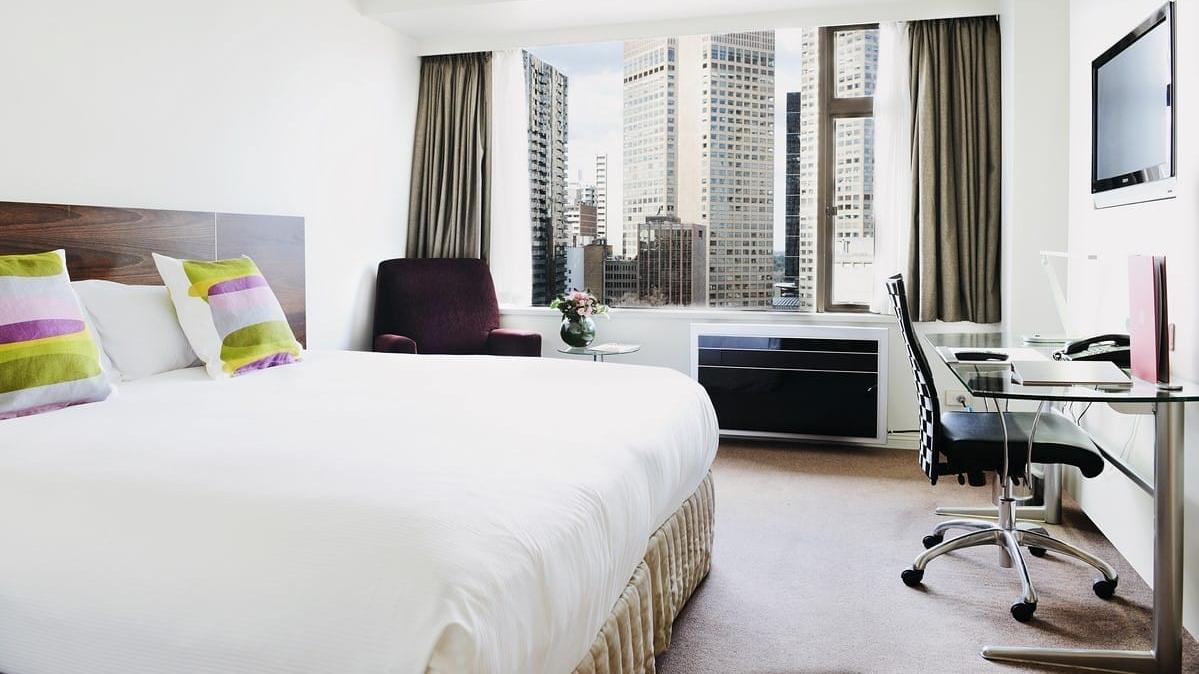 rydges-melbourne-queen-deluxe-bedroom1.jpg