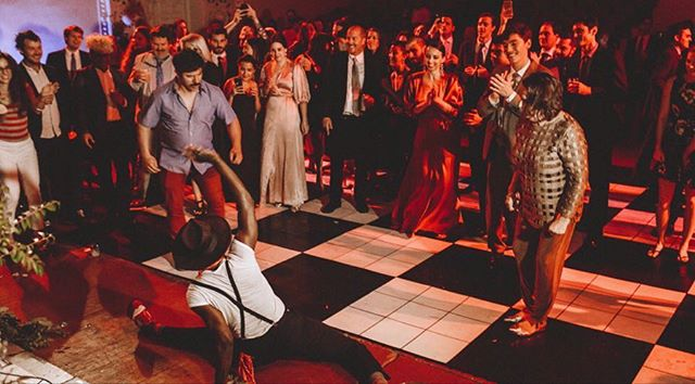 Is there such a thing as over sharing a wedding? I seriously can never get enough of this awesome performance by @theswayzees at S+E's wedding! ⚡️⚡️⚡️🌹 . . V E N D O R S Planner: @christyvandco Photog: @nessakphotography Video: @andyryanflores @neversleep.tv Florals: @simpleflorals Band: @theswayzees Mua: @kristenfortier Bar: @grampswynwood Rentals:@unearthedvintage Photo booth: @allaccessbooth Cake: @cloud9bakery Bridal Shop: @lighthousebridal . . . . . . . #miamilove #miamivibes #miamivenue #miamiweddingplanner #miamiphotography #miamivideography #miamiweddings #miamiwedding #wynwoodwedding #wynwoodwalls #wynwoodmiami #wynwoodlife #naturalove #naturalwedding #naturalbride #elopement #elopemiami #miamielopement #miamielopementphotographer #elopementweddingplanner #miamibridal #miamiphotographer #miamivideographer #miamiflorist #charlotteplanner