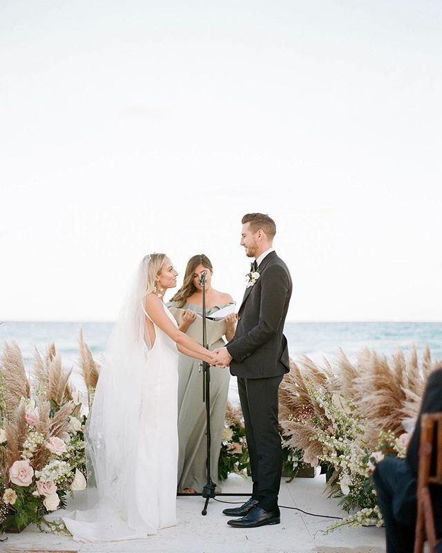 I'll never forget how calm the ocean and air were at this moment 💫 #Repost @aleegleibermanphoto ・・・ Can't beat the ocean as a backdrop for your vows. #aleegleibermanphotography #theconfidantehotel