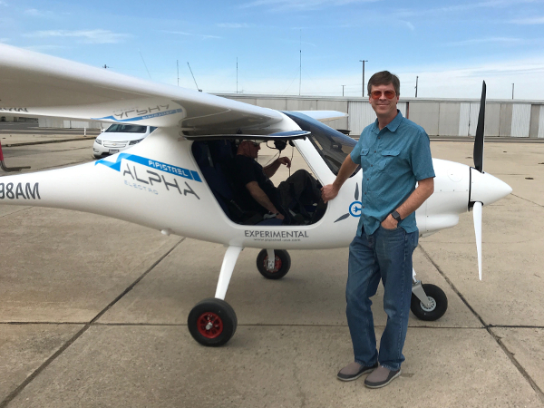 Lou-and-the-pipistrel-electric-airplane.jpg