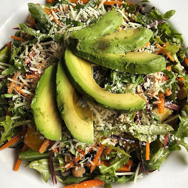 A power salad with a perfectly ripe fanned avocado on top?! Yes plz 🤤