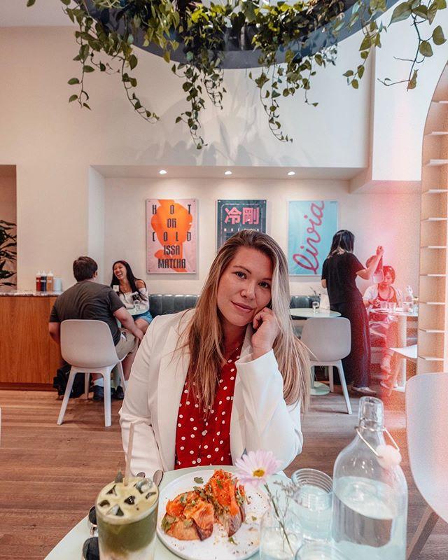 Lunch date au nouveau resto @livia.matcha 🌿💛 Complètement in love avec leur menu! Un coup de coeur pour leur avocado toast (c'est la vie, right???) 🥑+ me = love forever ✨