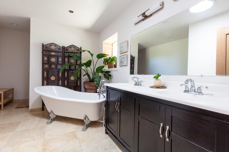 Room1+Bath+1.jpg