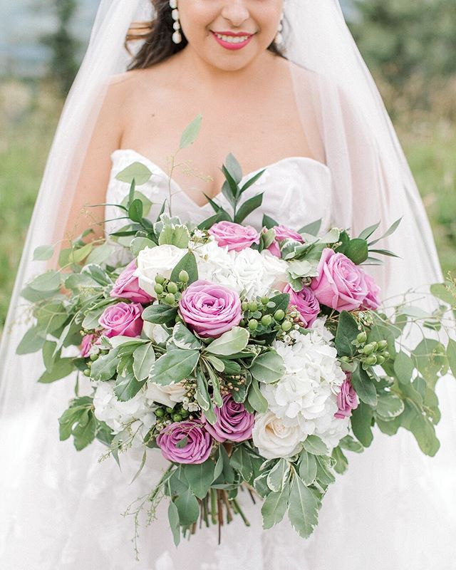 Sundays are for: relaxing, scrolling through Instagram, and admiring gorgeous florals by @sprucefloraldesign . Tori's bouquet was absolutely gorgeous, and I loved the extra light purple roses that she had added into it. ⠀⠀⠀⠀⠀⠀⠀⠀⠀ I've also learned that the most gorgeous bouquets, are also the heaviest!! We had to let our wrists rest a couple of times during the day, haha! 💐
