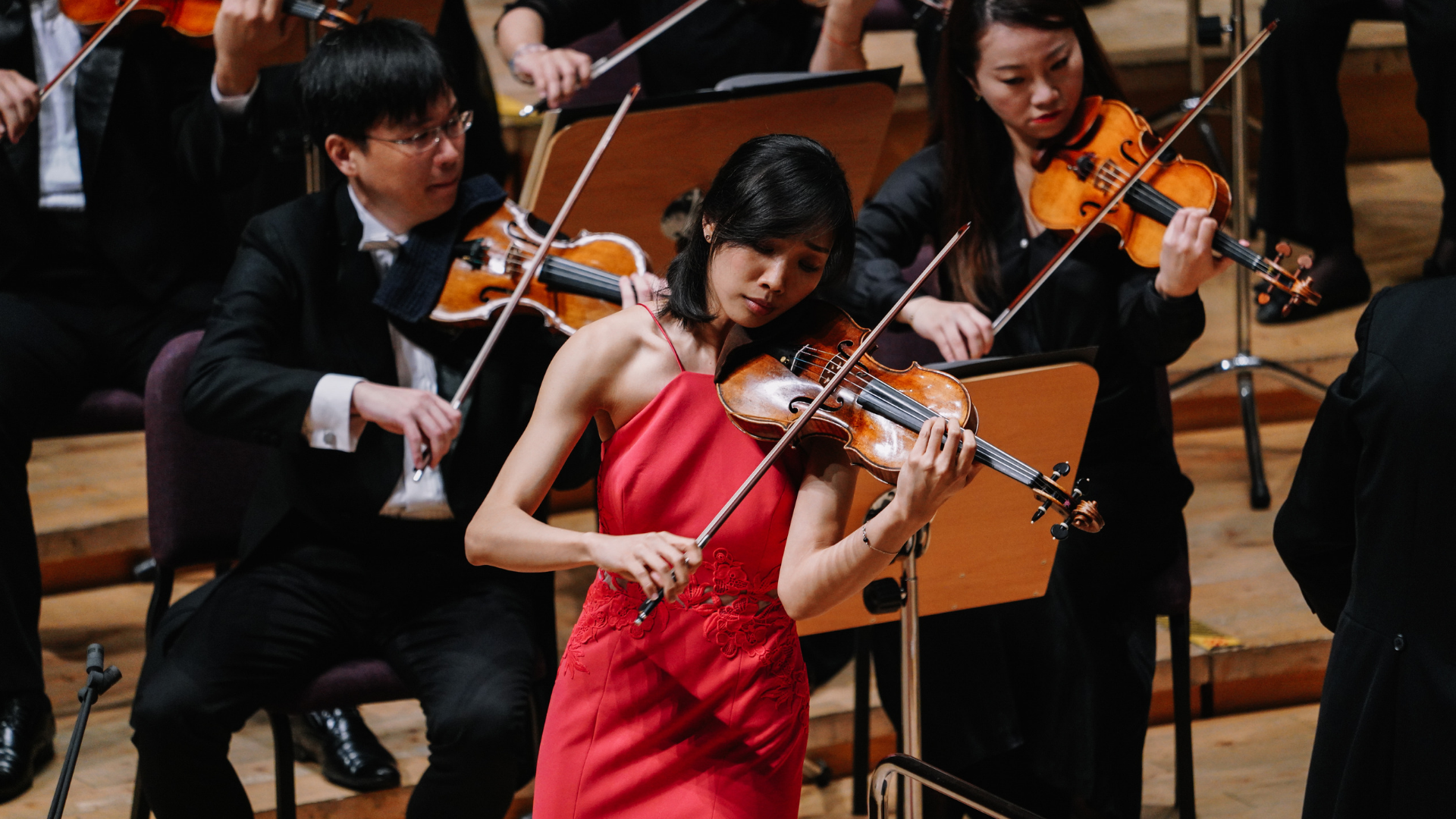 Nancy Zhou, first-place winner of the 2018 Shanghai Isaac Stern International Violin Competition, plays during her final round with the Shanghai Symphony Orchestra and conductor Michael Stern. Photo: SISIVC