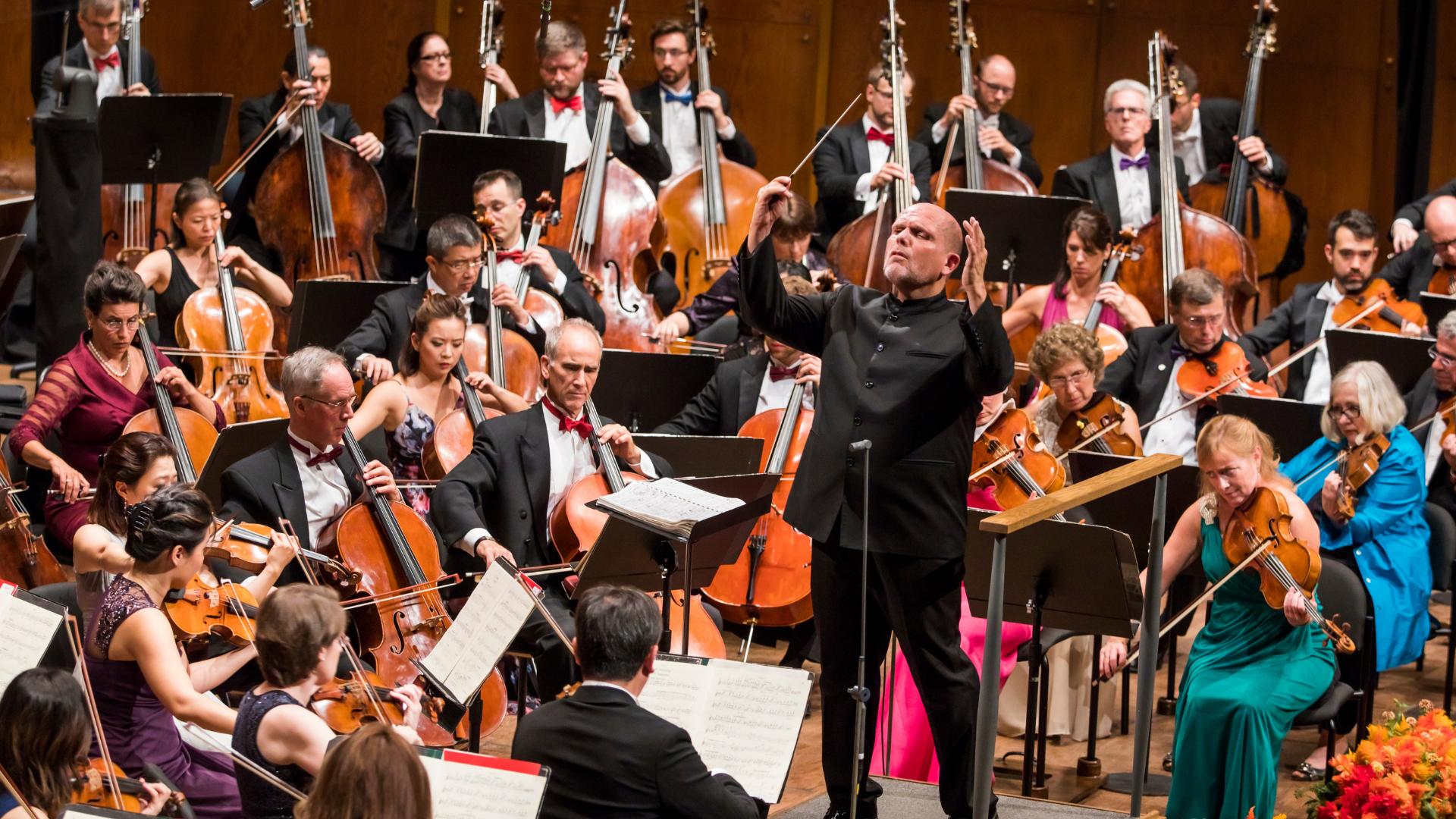 Jaap van Zweden and the New York Philharmonic. Photo credit: Chris Lee