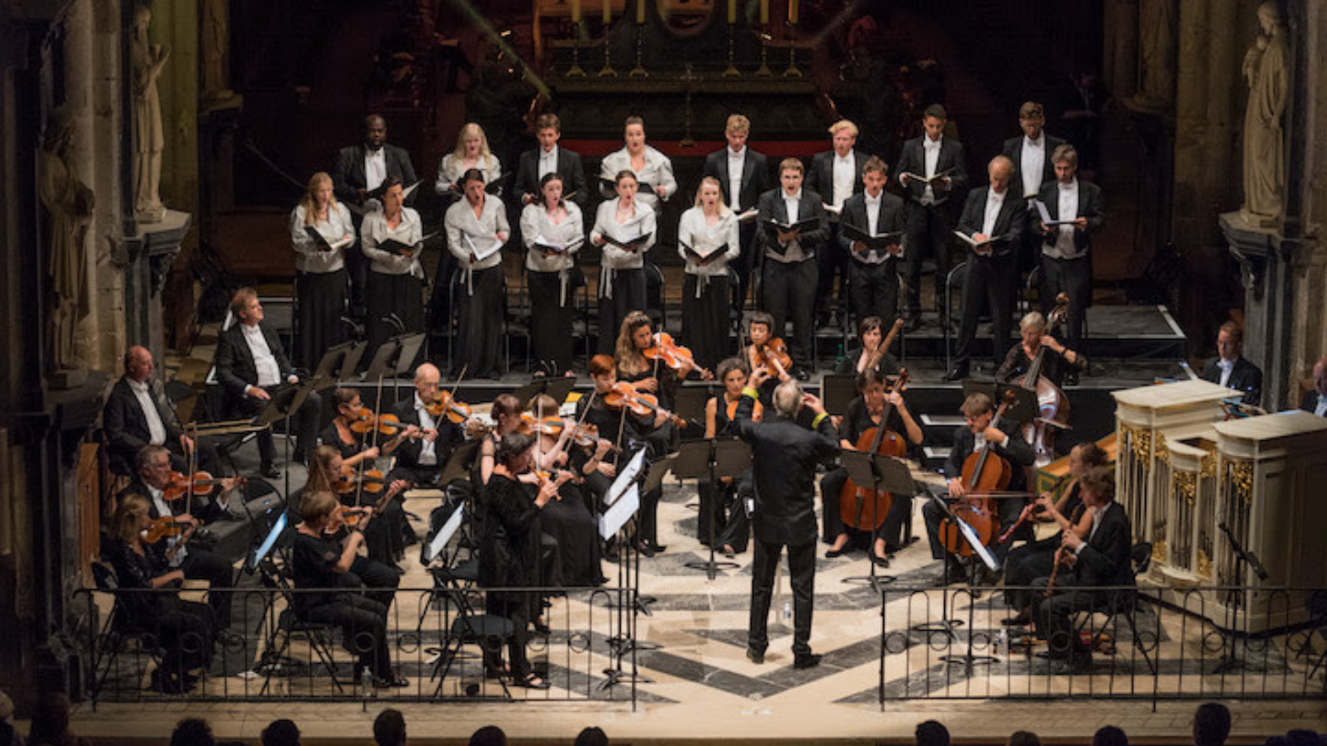 Monteverdi Choir, English Baroque Soloists, and John Eliot Gardiner (photo: Bruno Moussier)