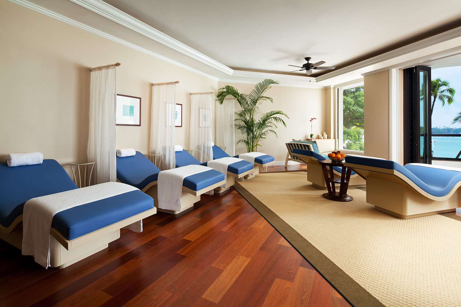 The spa's relaxation lounges features beautifully-designed lanais overlooking Waikiki Beach.