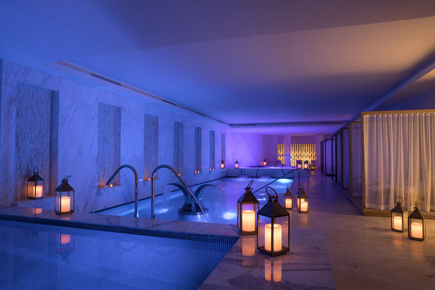 The relaxing cold and warm pools.