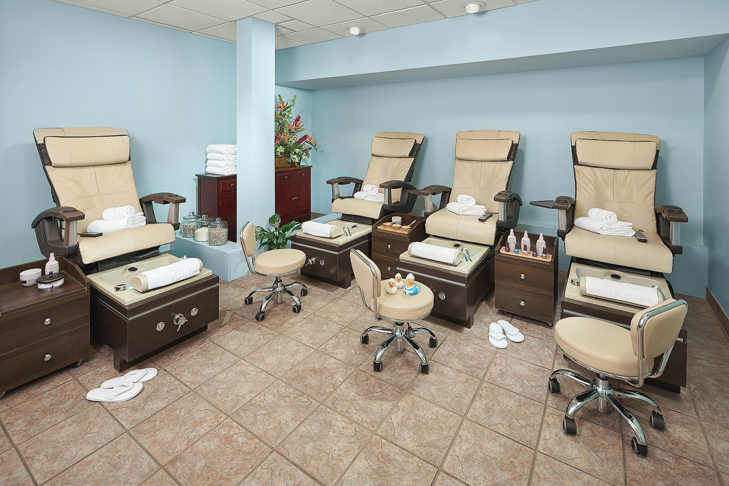 Guests can also enjoy manicures and pedicures in the hotel's beauty salon.