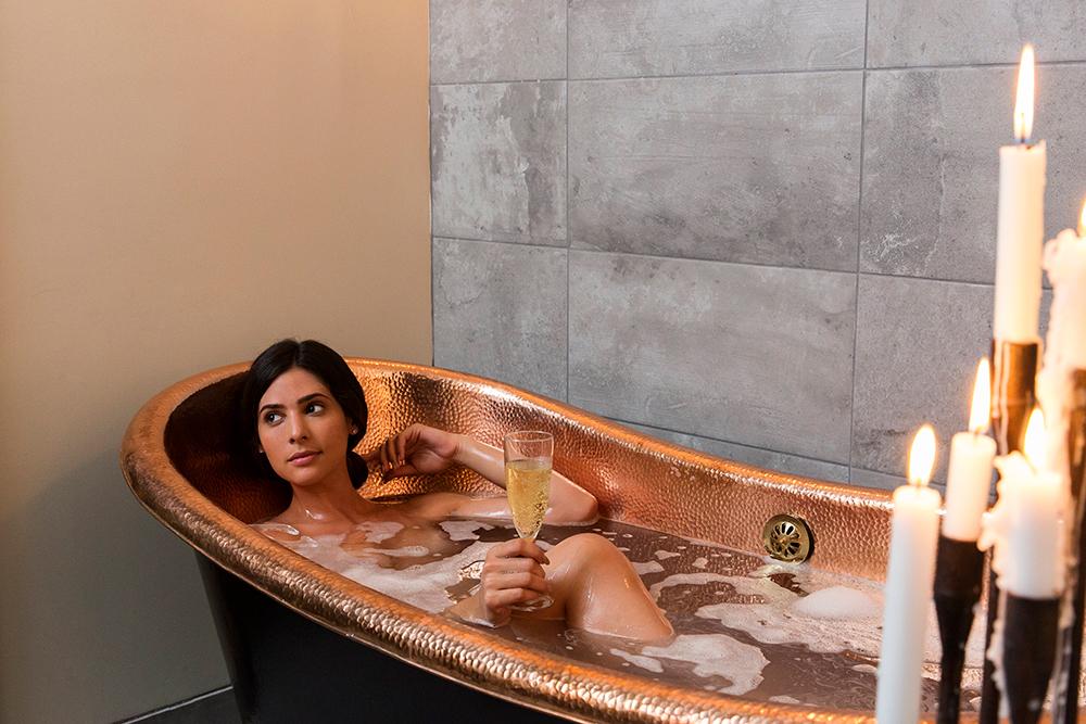 Copper_bathtub_2.jpg