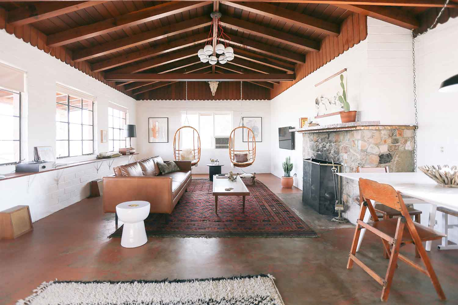 The living room at the Joshua Tree House. [Image courtesy of the Joshua Tree House]
