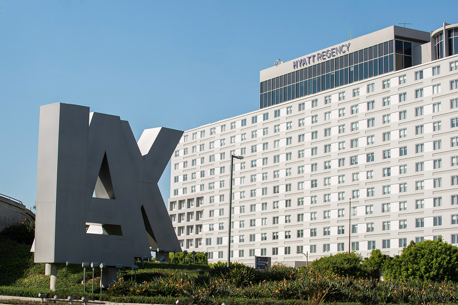 Hyatt Regency Los Angeles International Airport is one block from the airport and features 580 guest rooms.
