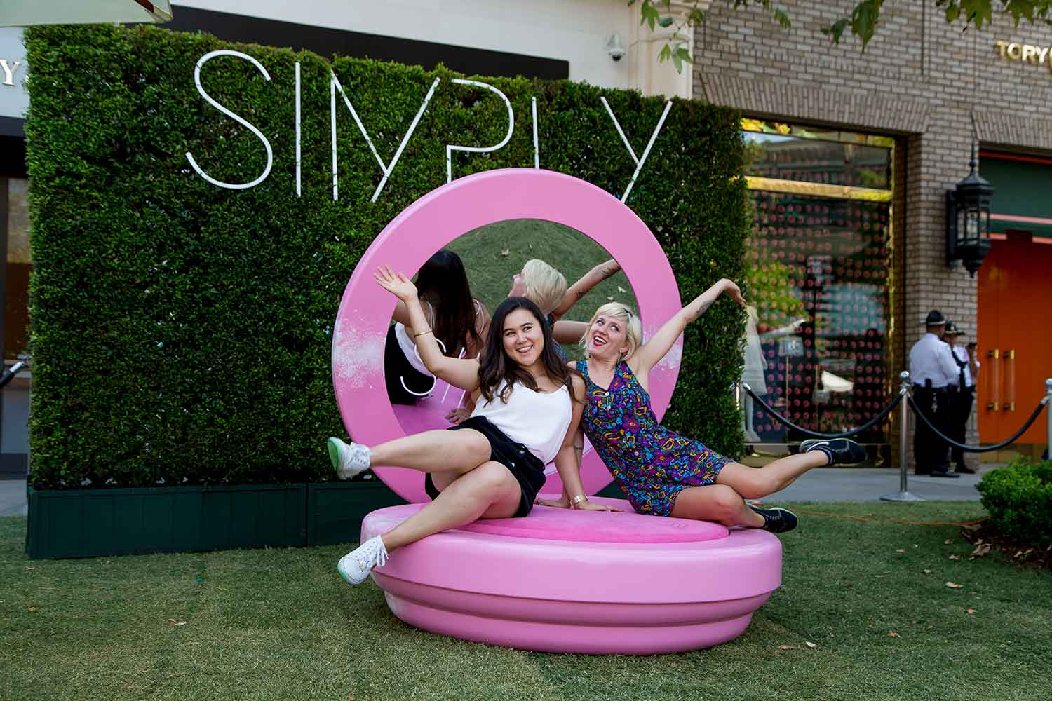 SIMPLY LA connects like-minded women and encourages them to pursue their dreams!