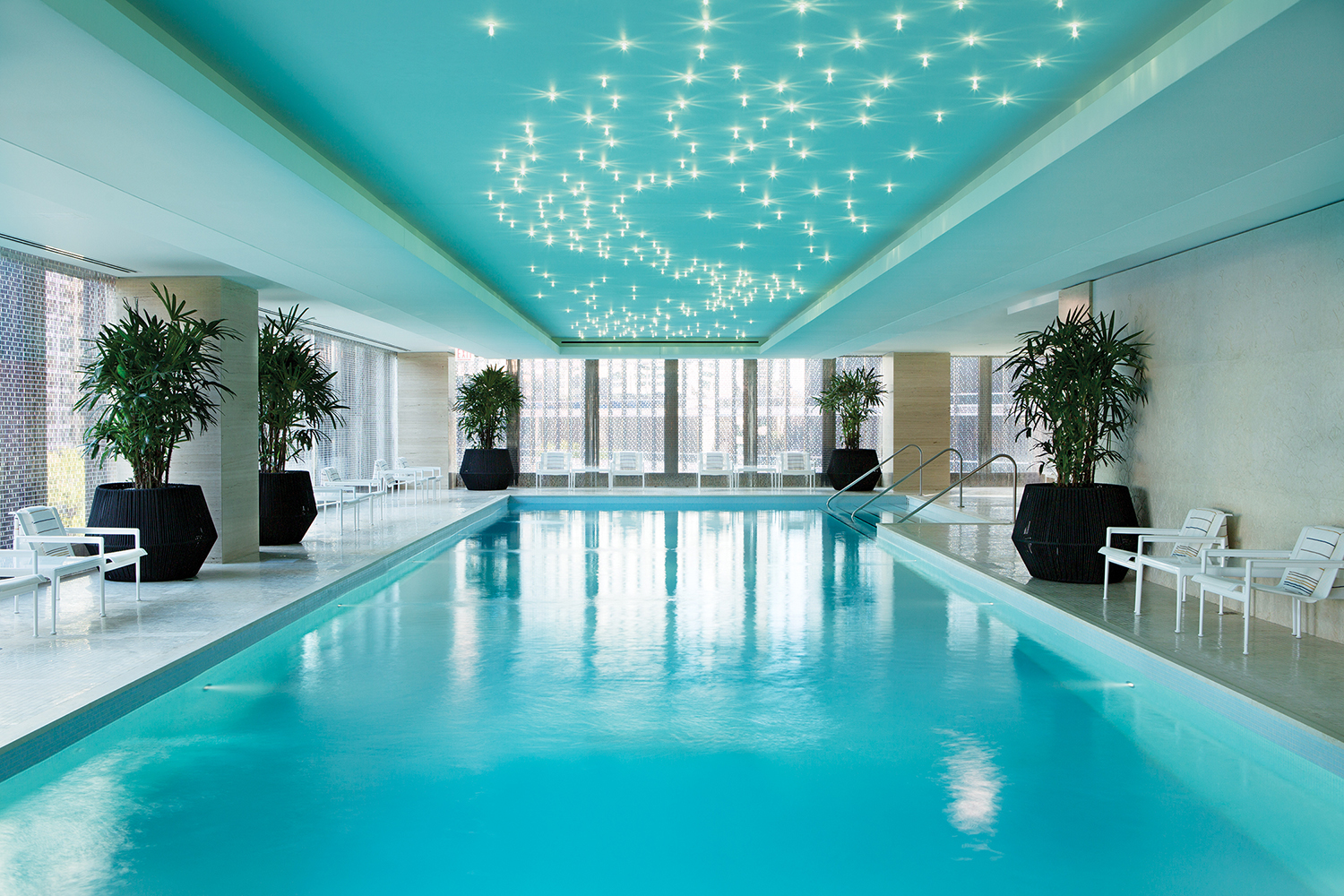 The swimming pool at Langham Chicago.