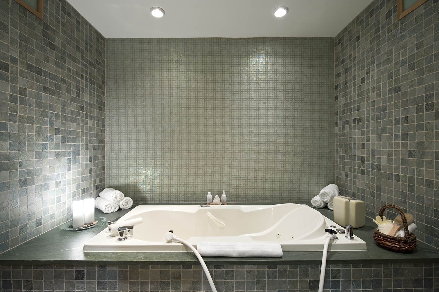 Spa guests can enjoy a hydrotherapy bath with sea salts.