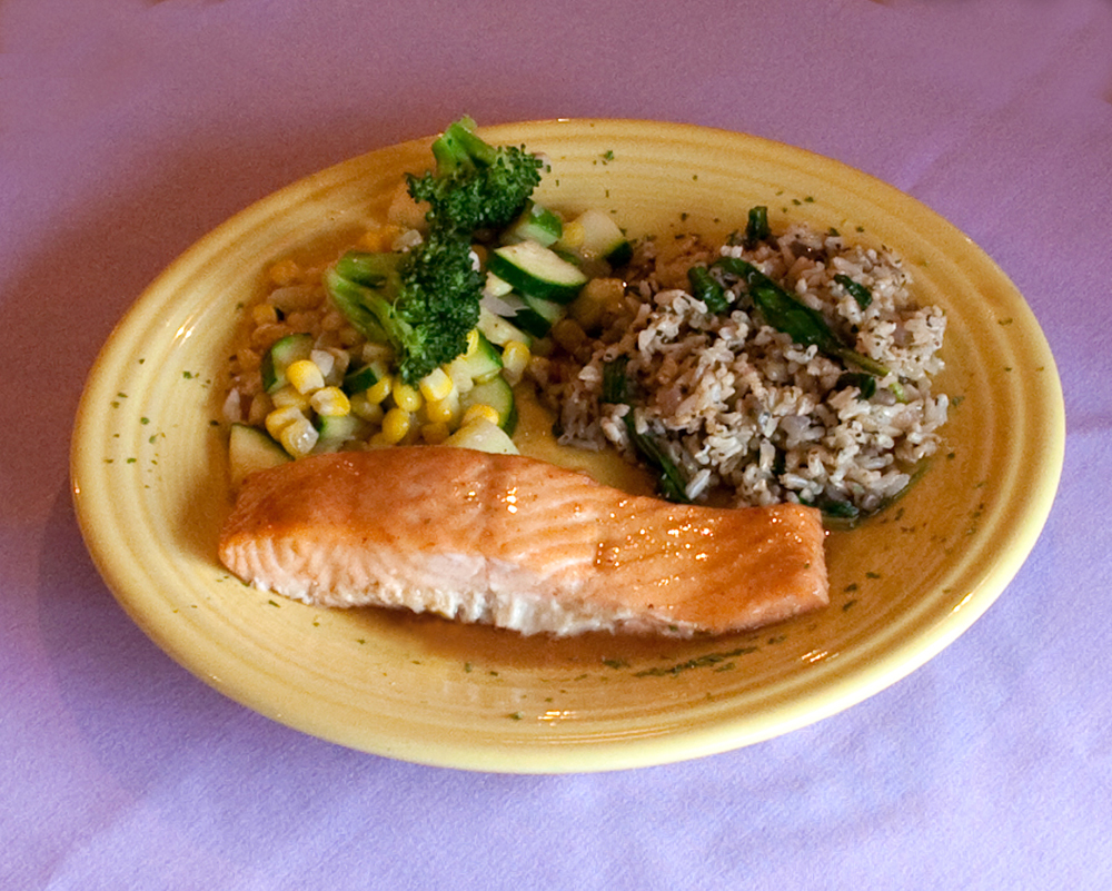 healthy-salmon-dinner-at-new-life-hiking-spa.jpg