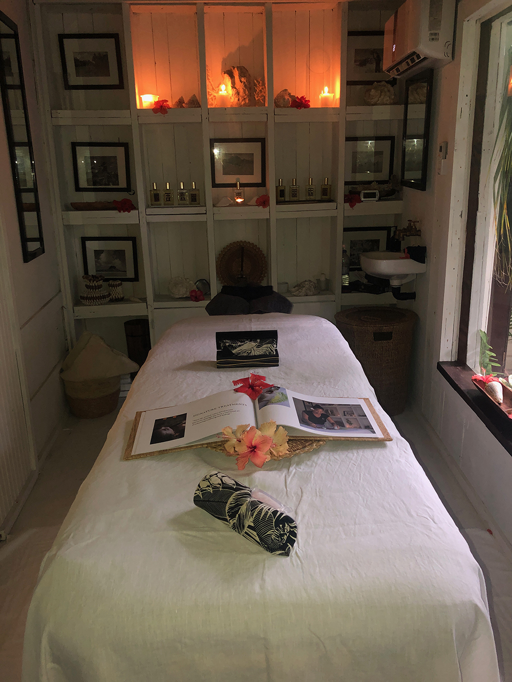 The beautifully decorated massage room.