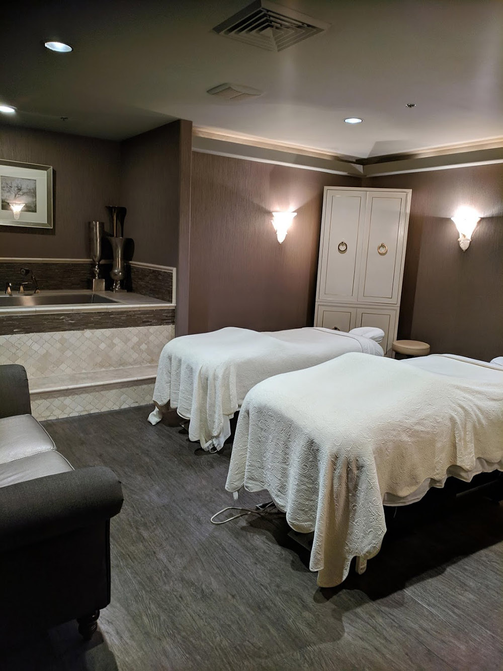 Tranquil vibes in the private couples treatment room.