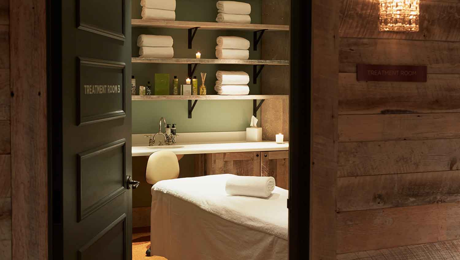 Treatment room at Cowshed Chicago.