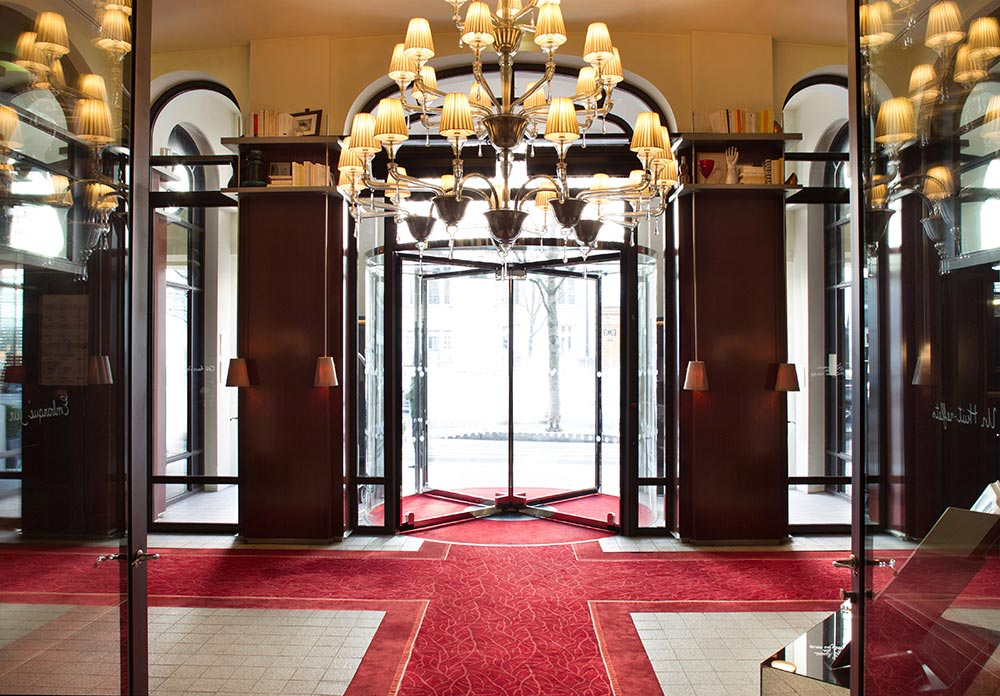 Le-Royal-Monceau-Raffles-Paris---Entrance-1.jpg