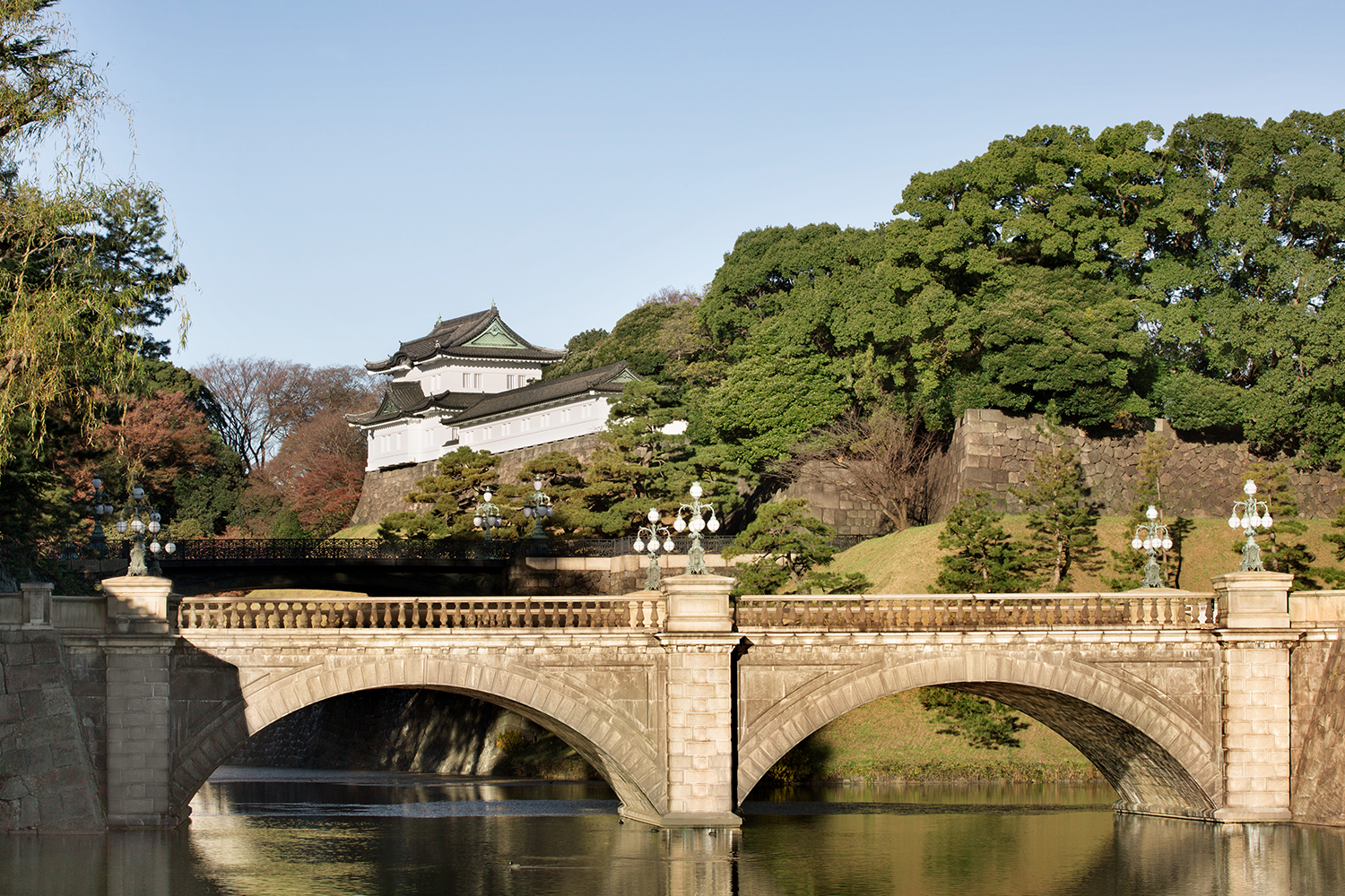 Shangri-La Hotel, Tokyo offers panoramic views of Metropolitan Tokyo and the Imperial Palace.