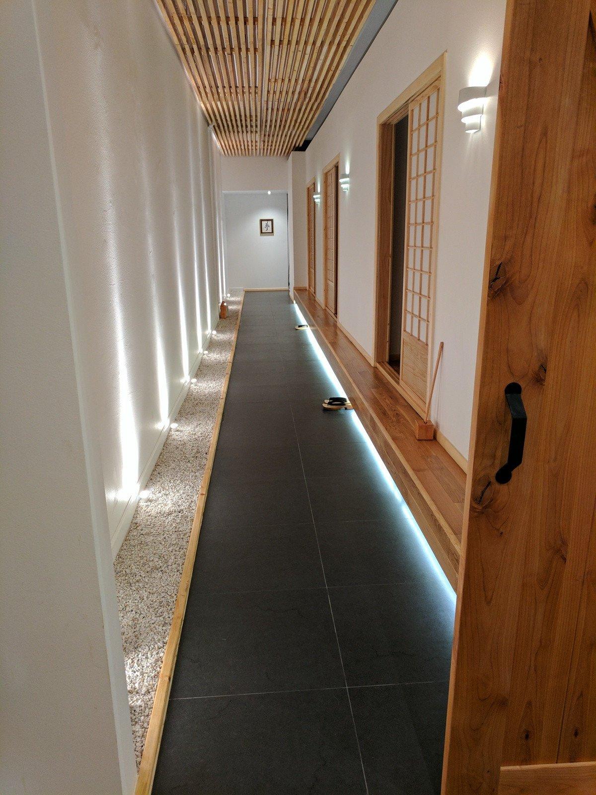 hideko_spa_-_gallery_-_hallway.jpg