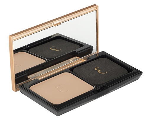 Poudre de Teint Précieuse (pictured in Sandy Beige) is a light-enhancing makeup powder that visibly eliminates imperfections.