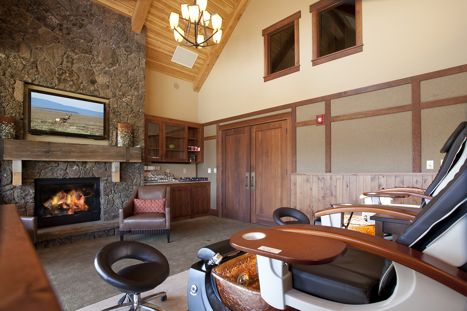 Guests can also receive relaxing hand and foot treatments, including manicures and pedicures.