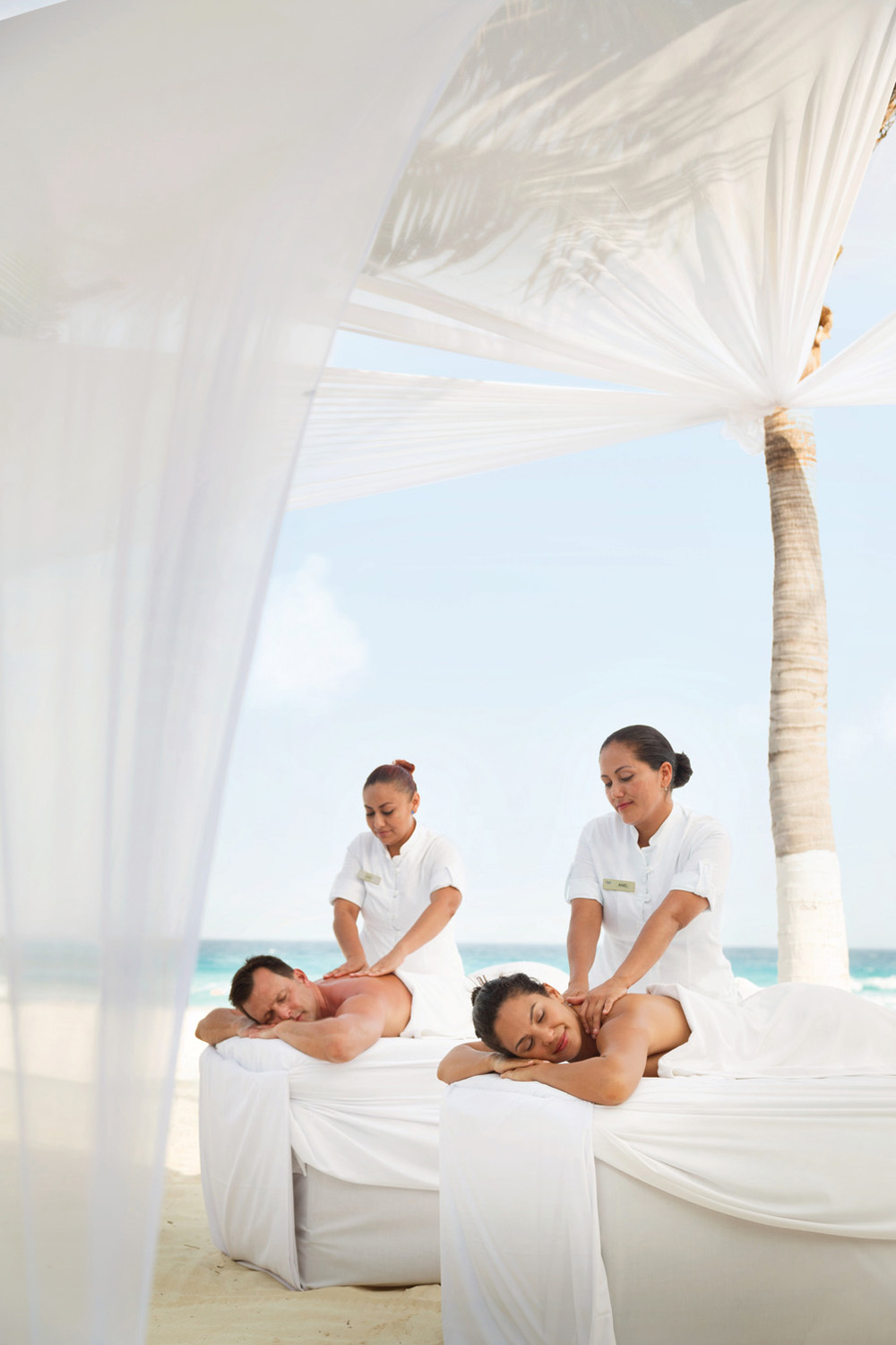 Couples massages can be enjoyed side-by-side on the beach.