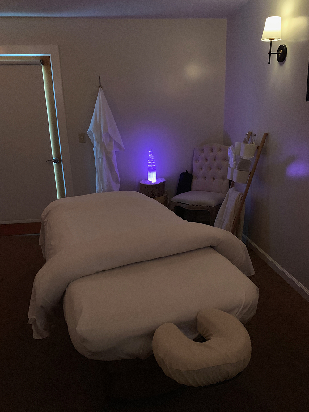 The Chakra Massage balances the body, clears energy, and recharges the spirit.