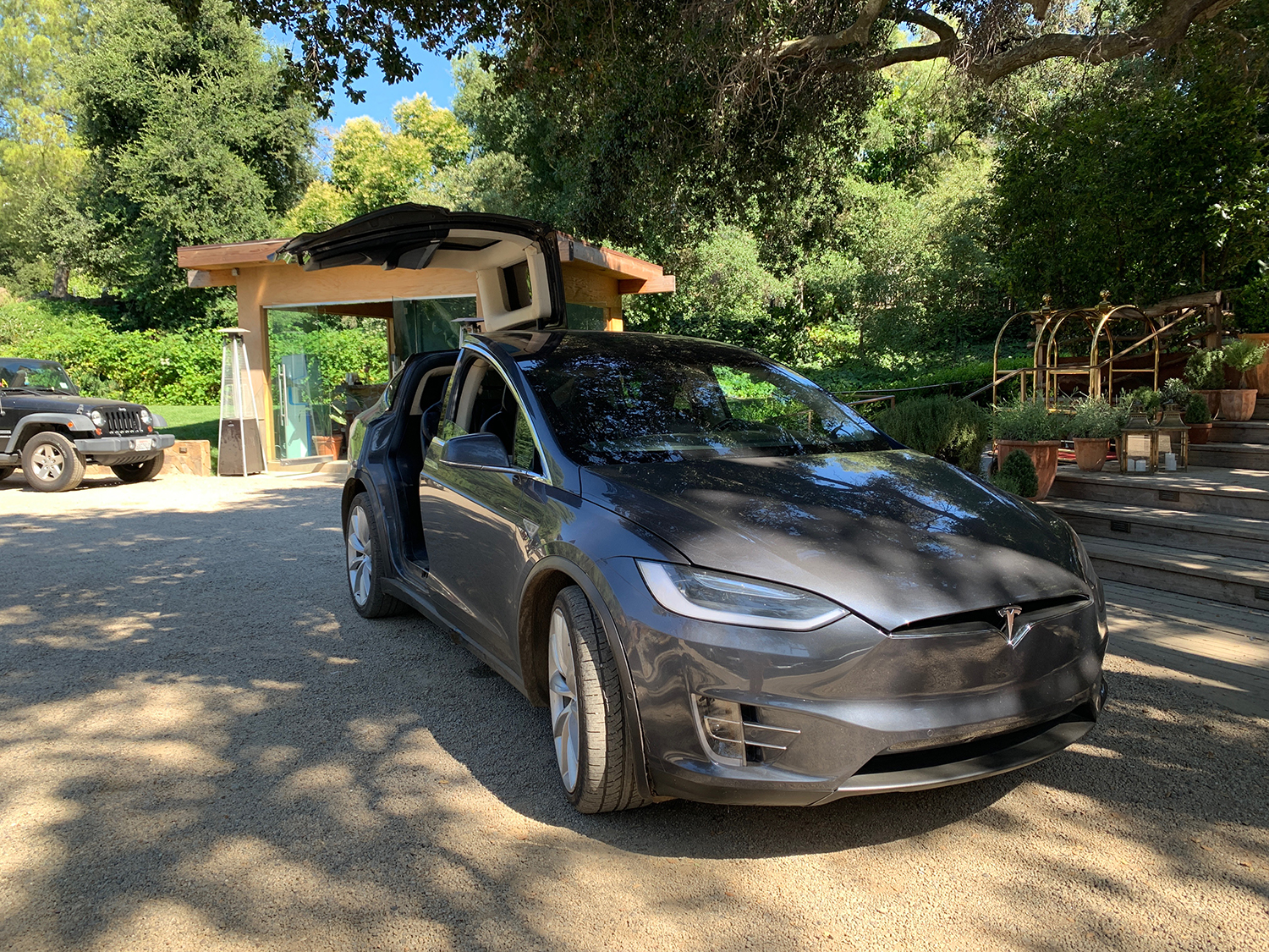 A complimentary Tesla shuttle is available for guests to and from the Beach Club.