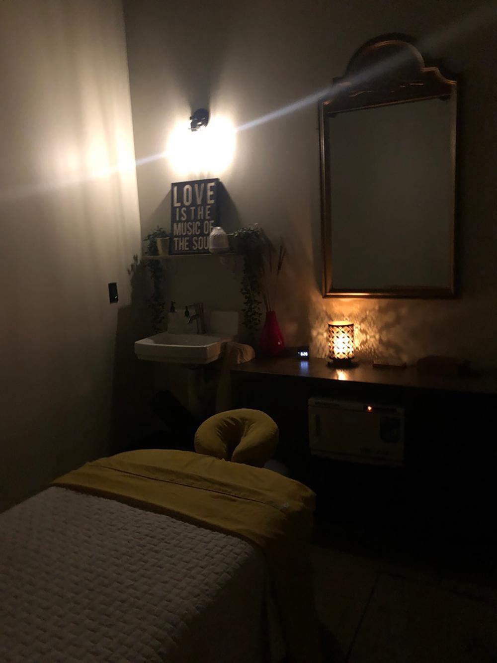 massage bed.jpg
