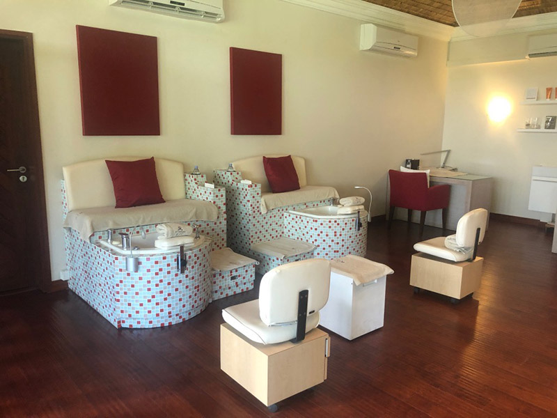 Facials, manicures and pedicures, as well as makeup facilities are available at the spa.