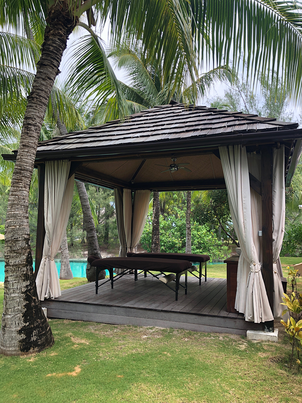 Spa guests can enjoy an outdoor massage next to the private lagoonarium.